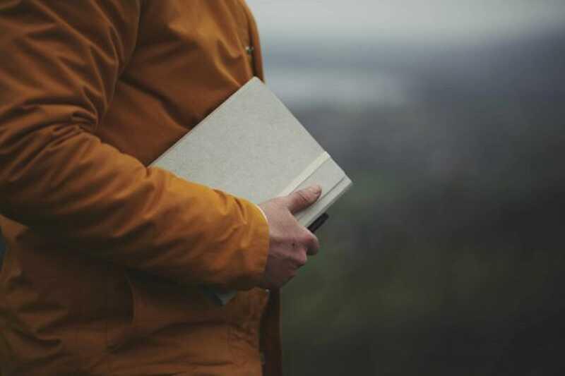 5 τρόποι για να επεξεργαστείτε τα συναισθήματά σας μέσα από το γράψιμο