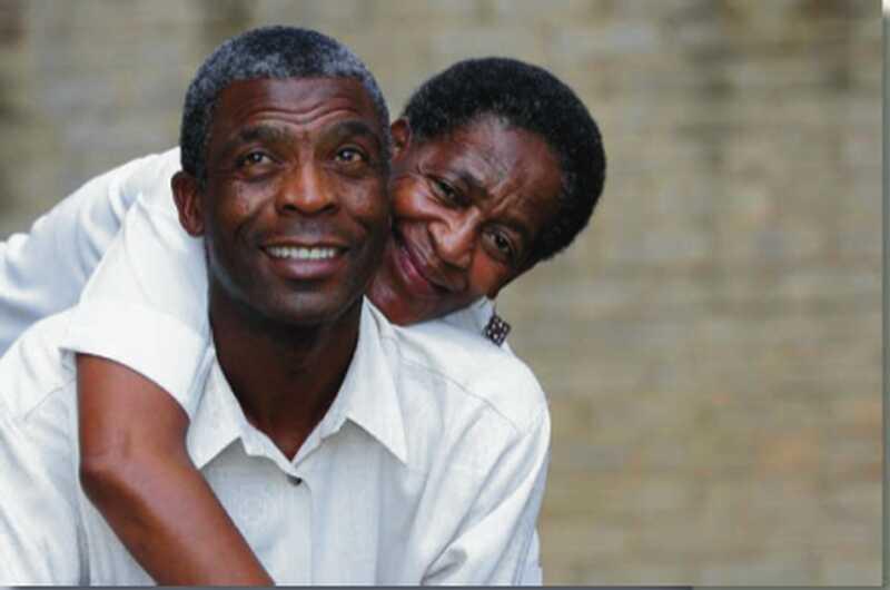 Studie sagt Eltern zufrieden mit dem Leben, wenn sie verheiratet sind