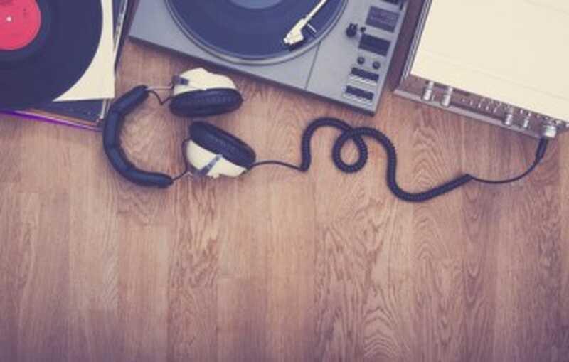 Poți să asculți muzică să-i ajuți pe copil să-și dezvolte limbajul și să înțeleagă?