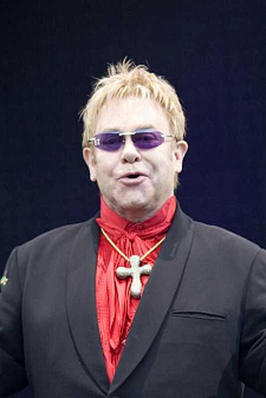 Ehemaliger Lapd Sergeant beschuldigt Elton John der sexuellen Batterie, Belästigung