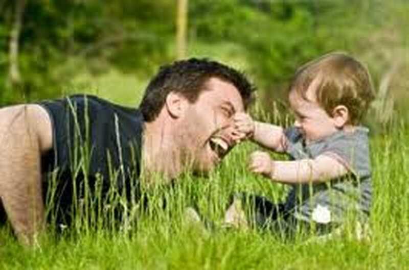 Fejrer fars dag - fars rolle i at opfostre børns følelsesmæssige sikkerhed