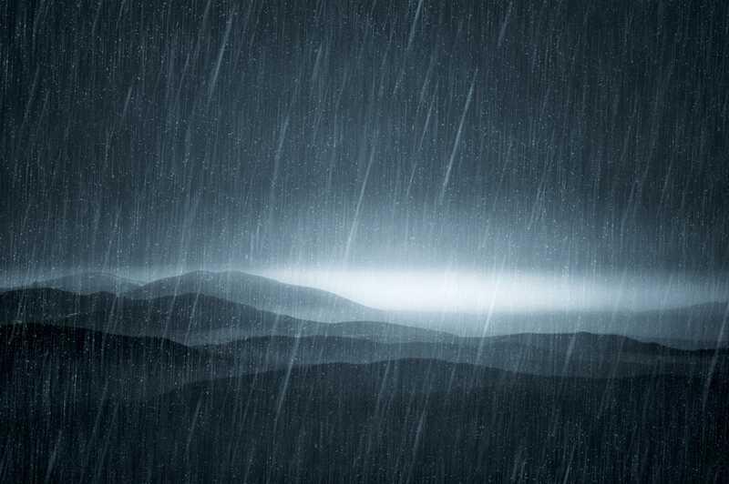 On sajab vihma, see valatakse: vana mees on