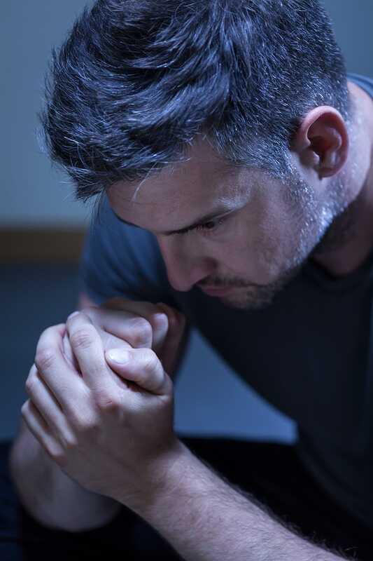 Depression und Männer: Warum es schwer ist, um Hilfe zu bitten